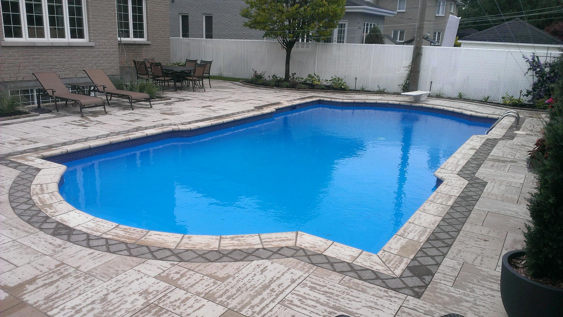 Contour de piscine finest contour de piscine creus for Contour piscine bois
